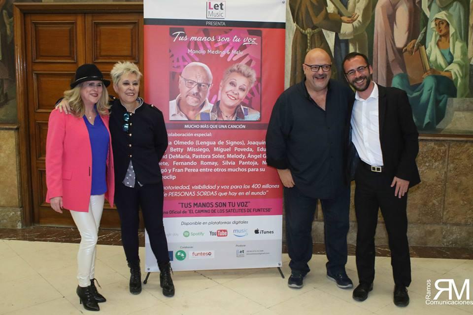 De izquierda a Derecha, Celia Romero, Secretaria, Melú, co autora, Manolo Medina, co autor y Antonio J. Vega, Patrono de funteso. En medio de ellos el cartel de la presentación