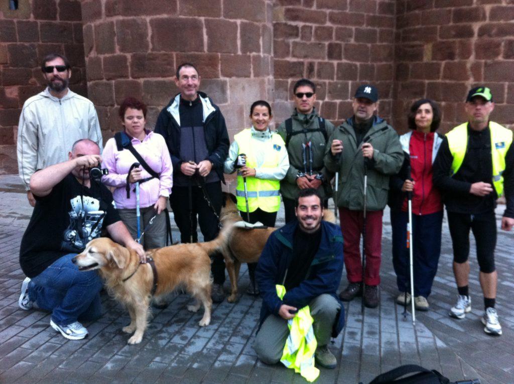 Peregrinos del Camino 2010 en una parada en el recorrido en foto de grupo